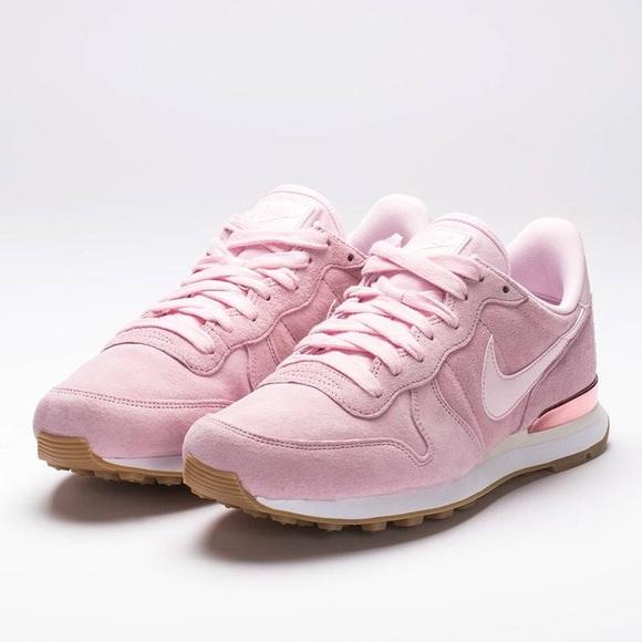 designer fashion 1528a 2645e Nike Internationalist Prism Pink Women US 9. NNWT